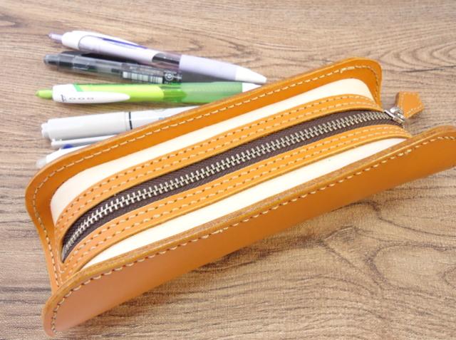 デブペン型のペンケース ティーポ山吹